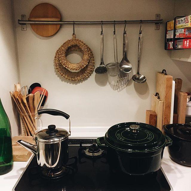 小さな台所にも似合うセンスの良い片付け方