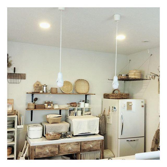 キッチンの壁面収納でレトロな空間