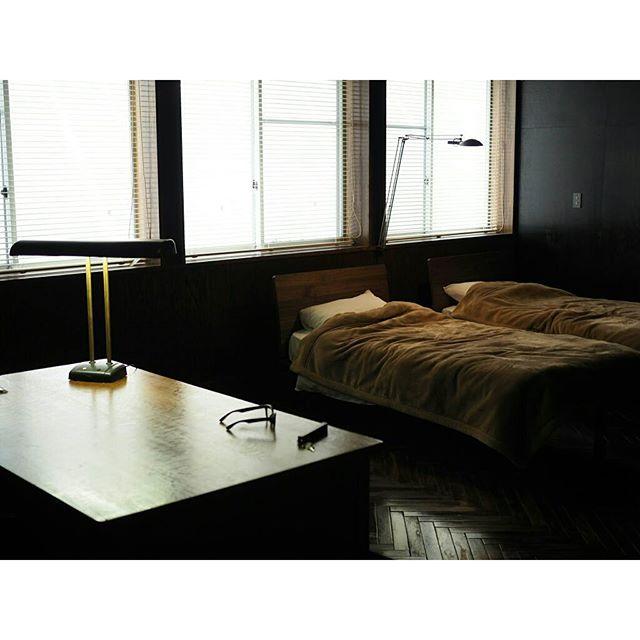 無骨で大人っぽいインダストリアルな部屋作り