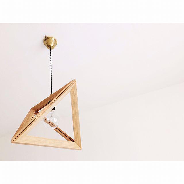 インパクトあり!木製シェードのペンダントライト