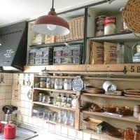 もっと便利な使い方があります!キッチン《吊り戸棚》の収納アイデアを大公開