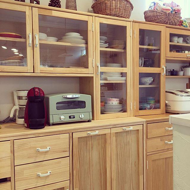 ナチュラルテイストの手作り食器棚