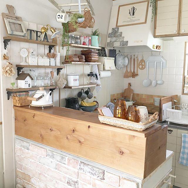 キッチンの壁面収納でカントリースタイル