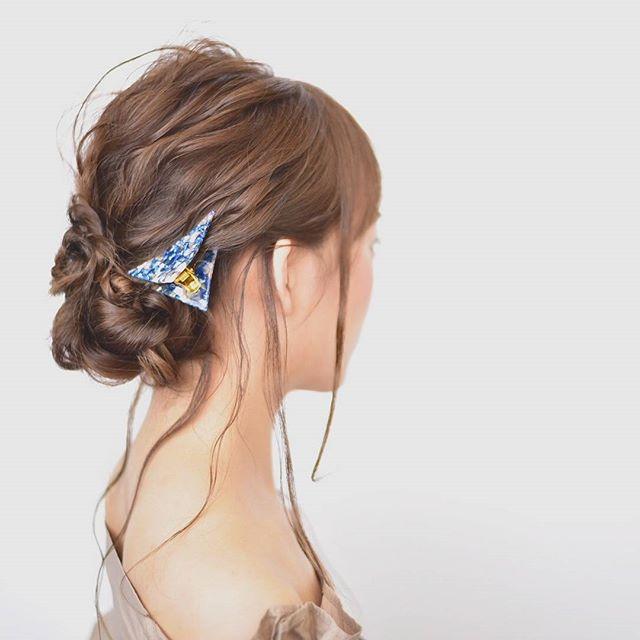 セミロング×フェミニンまとめ髪