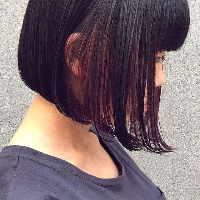 黒髪に映えるピンクパープルインナーカラー