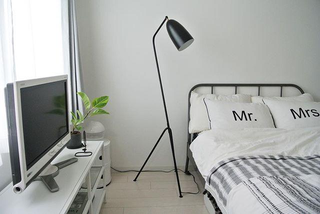 黒インテリアが光る爽やかベッドルーム