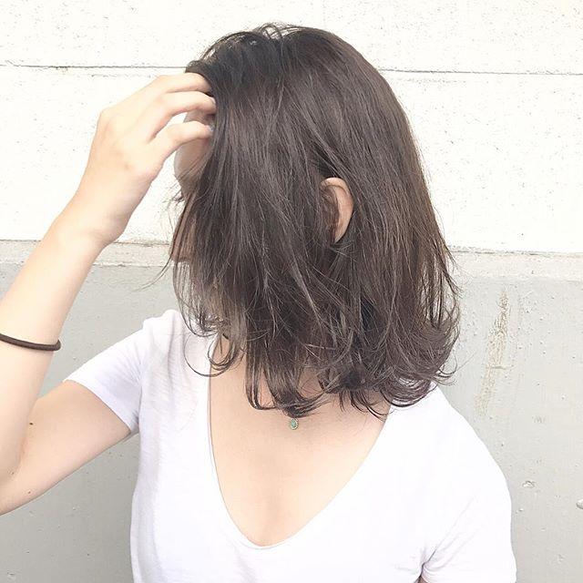 おすすめ暗髪ヘアカラー×ミディアム4