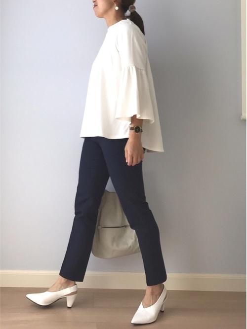 GUブラウス×紺パンツのオフィスカジュアル