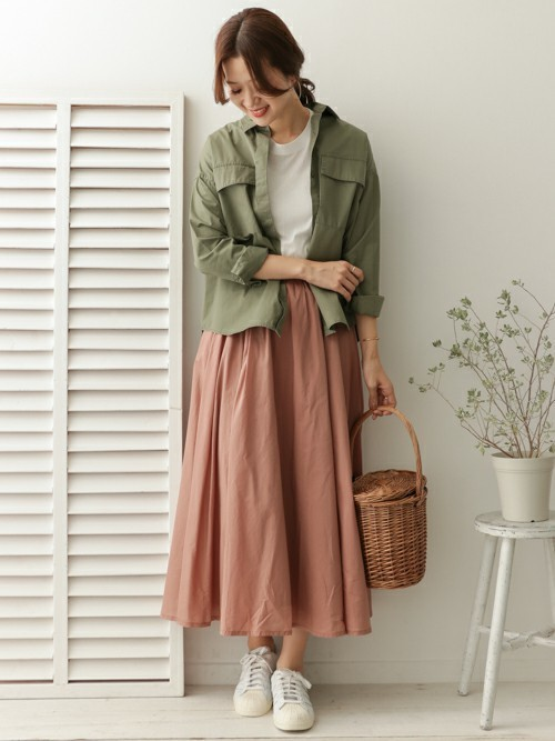 【沖縄】4月に最適な服装:スカートコーデ4