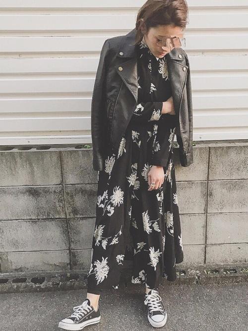 花柄シャツワンピースの40代春コーデ