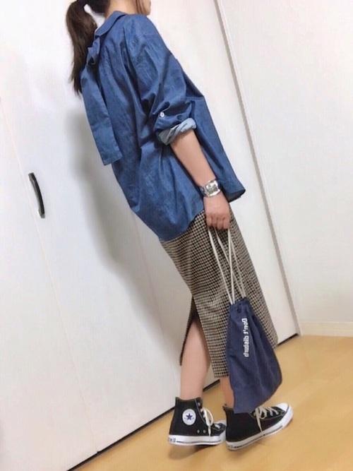 リボンデニムシャツ×タイトスカートの春コーデ