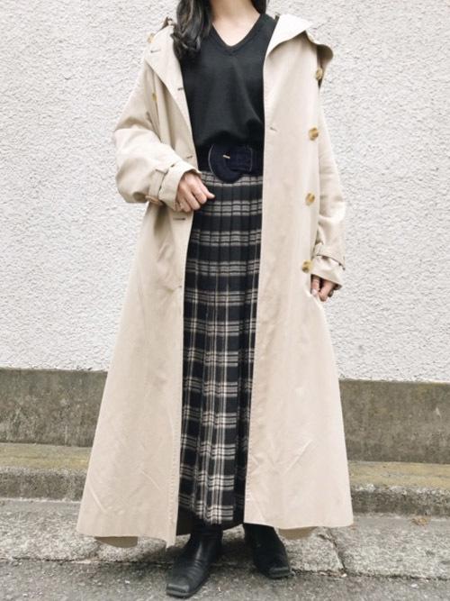 黒チェック柄スカート×トレンチの春コーデ