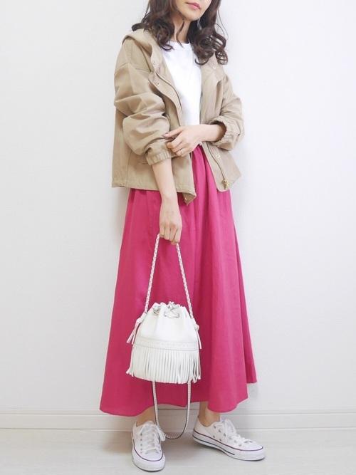 ブルゾン×ピンクスカートの40代春コーデ