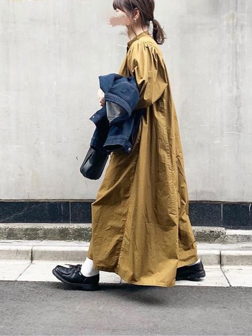 黄色ワンピース×Gジャンの夜桜コーデ