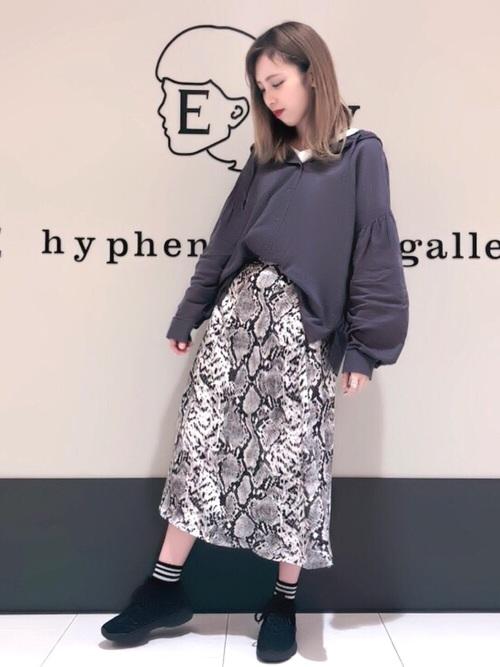 [E hyphen world gallery] パイソン柄スカート