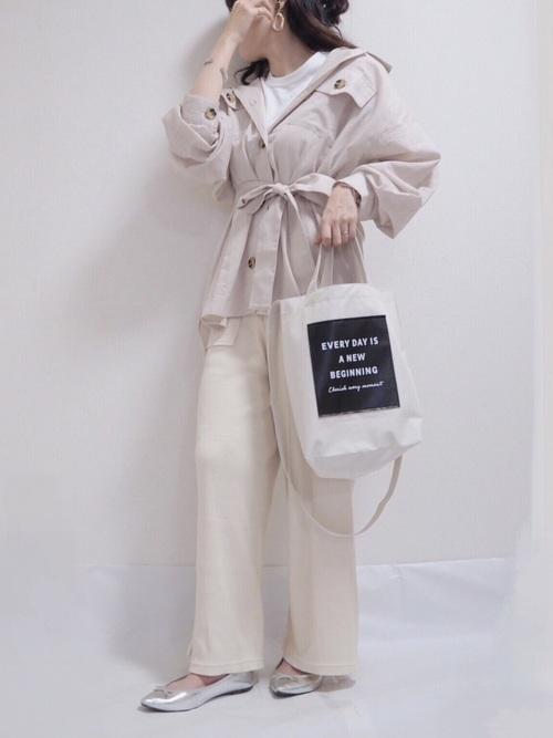 GU白パンツ×ジャケットのオフィスカジュアル