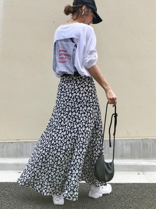 ロンT×花柄スカートの4月向けコーデ