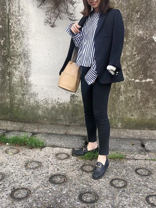 GU黒パンツ×ジャケットのオフィスカジュアル