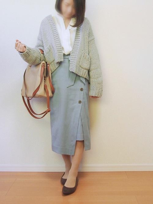 アシメスカートでトレンドオフィススタイル