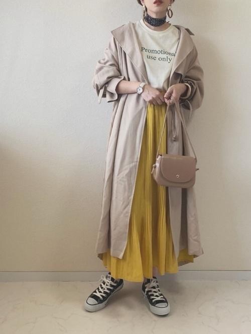 プリーツスカート×スカーフのコーデ