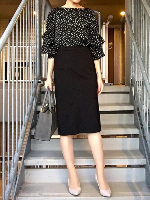 GUスカート×柄ブラウスのオフィスカジュアル