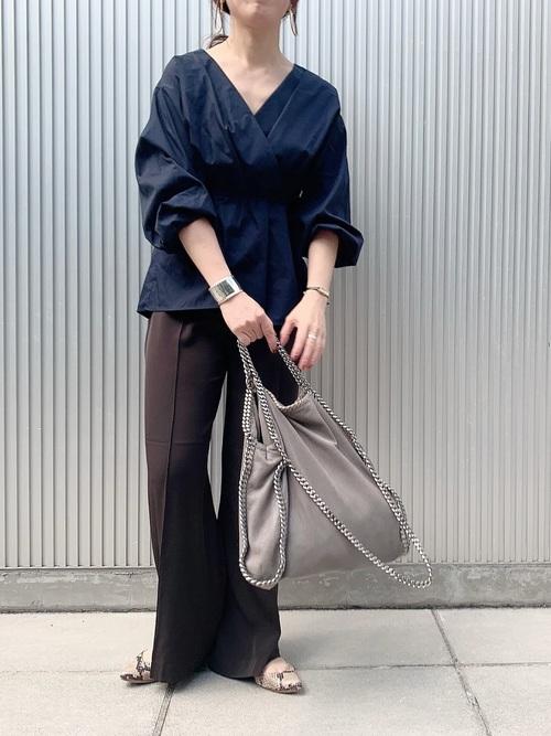 GU紺ブラウス×パンツのオフィスカジュアル