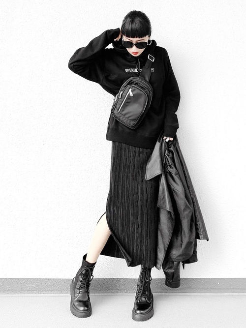 【2020春】黒パーカー×タイトスカートコーデ