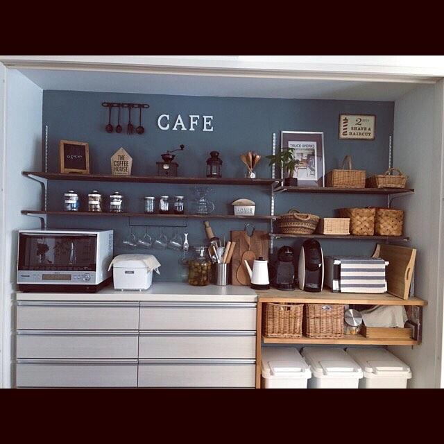 キッチンの壁面収納でモノトーン空間2