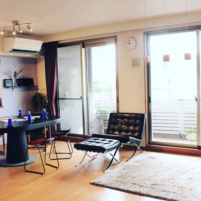 黒のデザイナーズソファで寛ぎスペースを
