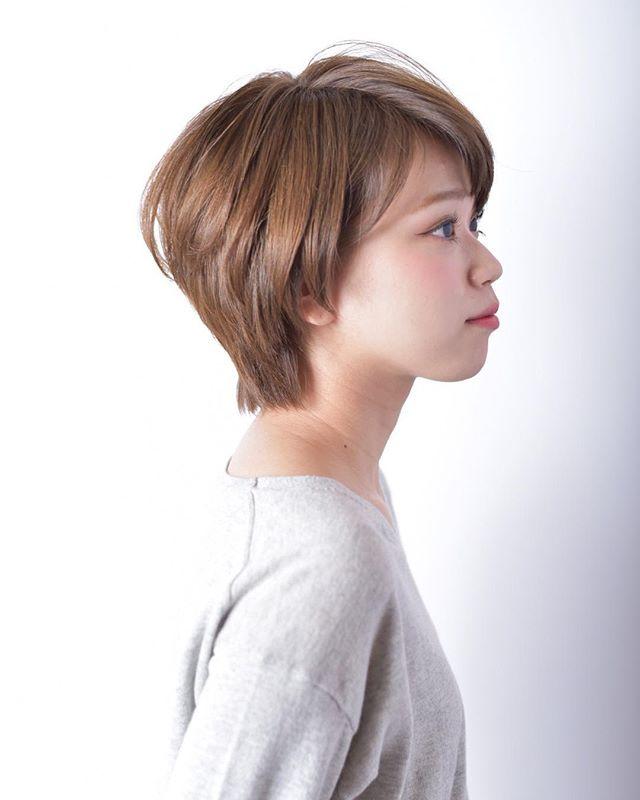 髪色が華やかさを演出するショートヘア