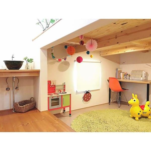 オープンなミニマリストの子供部屋
