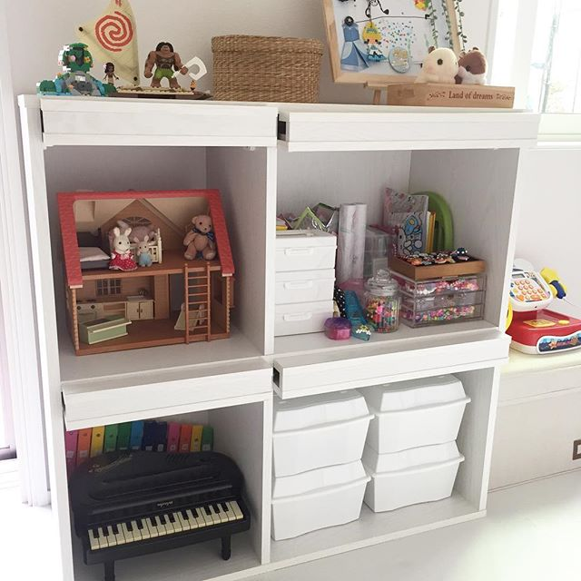 来客時には棚の扉でカラフルな玩具を隠す方法