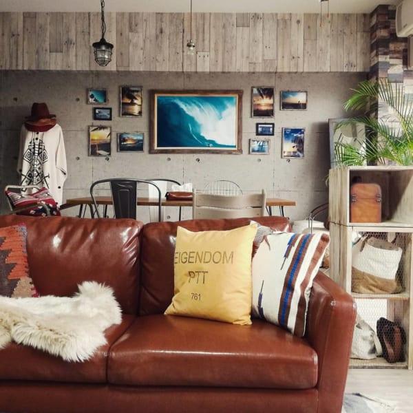 西海岸風のお部屋にはレザーのソファー