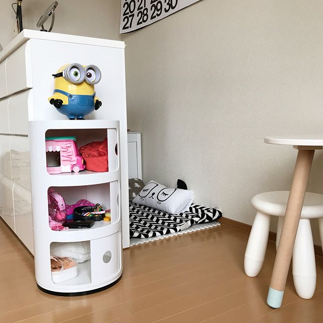 おもちゃの取り出しがしやすいキュートな家具を利用