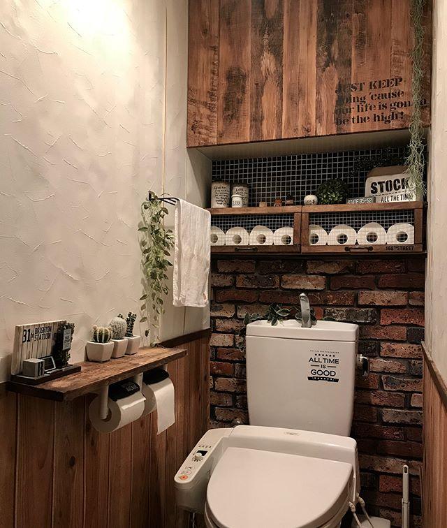 インダストリアルなトイレの壁紙