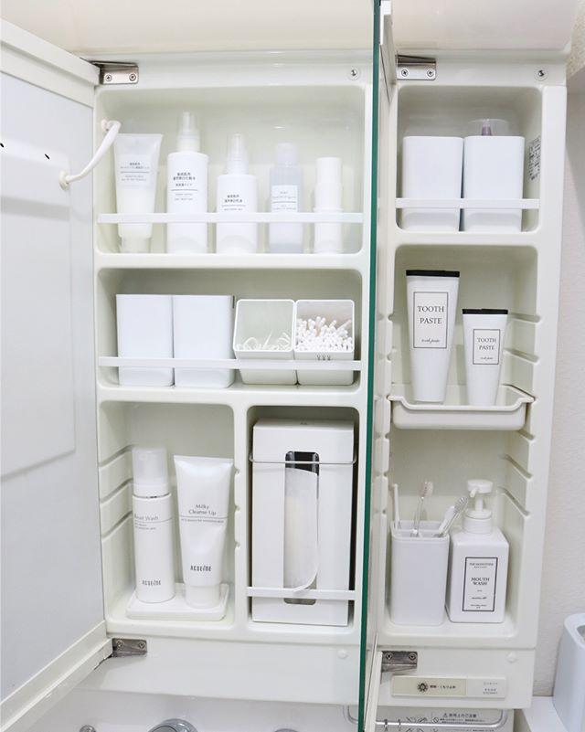 容器の詰め替えで白い収納に