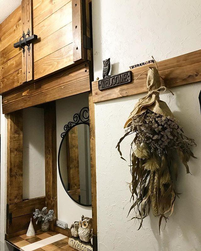 ヴィンテージ感あふれる玄関へ!下駄箱の上のDIY棚を雰囲気たっぷりに