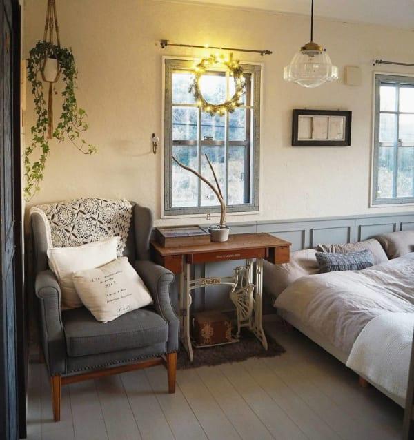 カントリーな家具がおしゃれな寝室