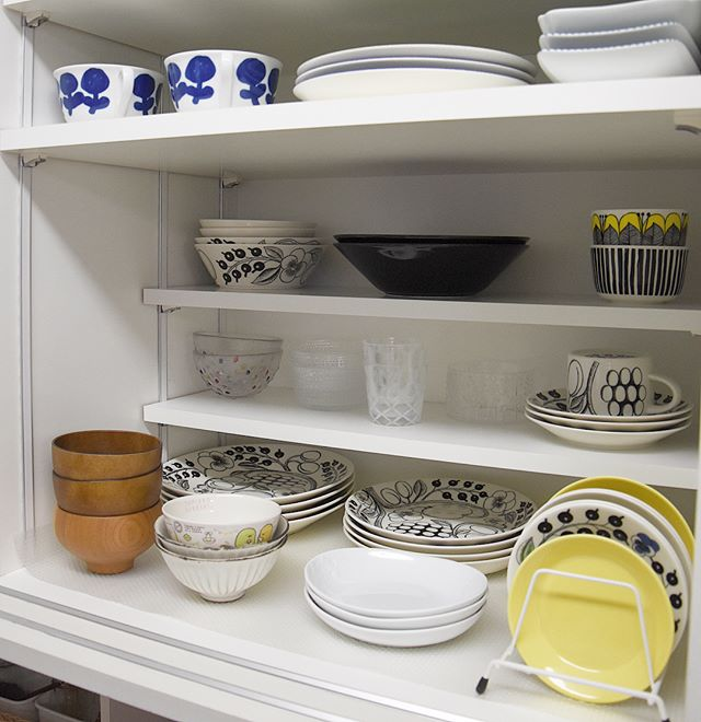 食器棚の中は「見せる感覚」で並べる