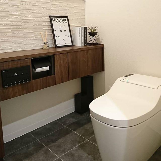 トイレ横のカウンターをおしゃれに!