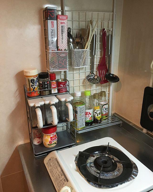 ワイヤーネットを活用したキッチン収納