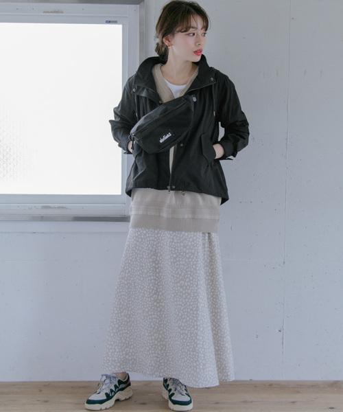 マウンテンパーカー×レディーススカート