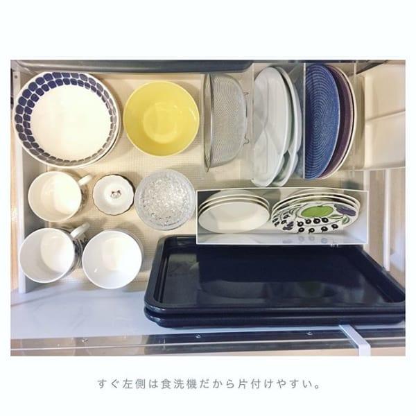 小皿を立てて収納するアイデア