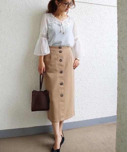 [and Me(アンドミー)] 胸元刺繍シフォンブラウストップス フレア袖