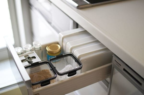キッチンの引き出し収納に