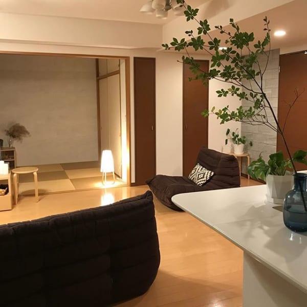 低い家具と和室で和をイメージ