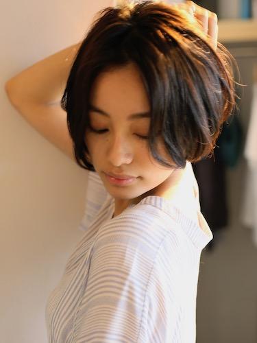 センター分け前髪×ショートヘア《パーマ》