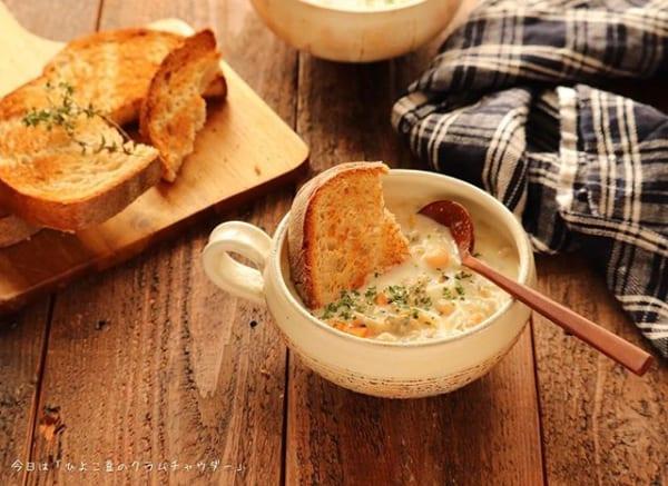 親子丼にはひよこ豆で付け合わせクラムチャウダー
