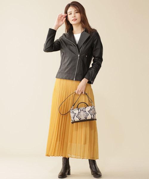 ライダースジャケット×プリーツスカート