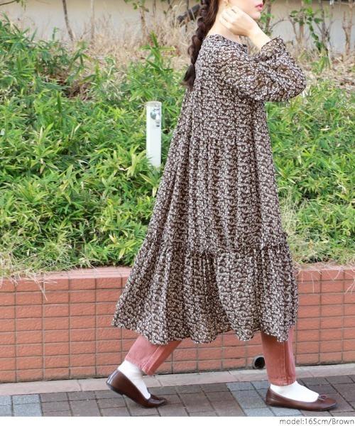 [coca] クルーネック花柄フレアロングワンピース